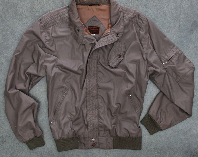 Tan Light Weight Jacket Vintage Grunge Multiple Pockets Soft Nylon Shell Taupe Neutral Size XL Mens Womens Unisex 7W