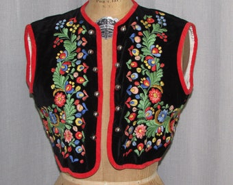 1960s Vintage Vest Ethnic Hungary Traditional Embroidered Costume Folk Festival Vest Bodice 60s Vintage Clothing Sm