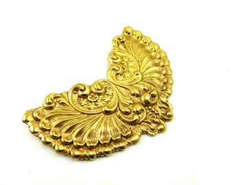 Art Nouveau Brooch, Gold Brass Flower Pin, Large Sash Pin, 1940s Victorian Revival, Art Nouveau Jewelry, Angel Wings
