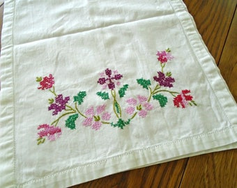 Vintage White Cotton Table Runner / Cranberry / Pink / Fuschia / Cross Stitch Runner / Hand Embroidered / Dresser Scarf / Cottage Decor