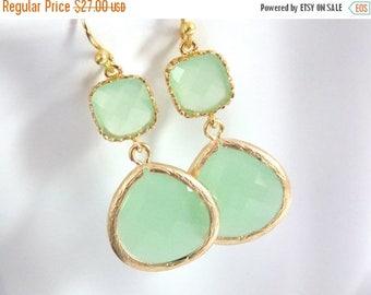 SALE Gold Green Mint Earrings, Light Green Earrings, Gold Earrings, Wedding Jewelry, Bridesmaid Earrings, Bridal Jewelry, Bridesmaid Gifts
