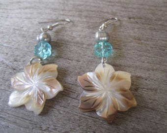shell flower earrings, pearly flower jewelry, brownlip shell earrings, from Hawaii