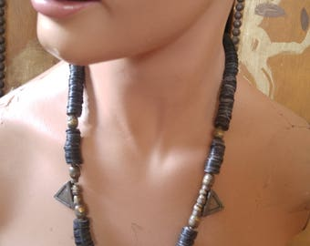 80s ethnic / African / boho / hippie / Indian metal beaded necklace with oblong pendant