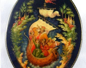 Tsar Saltan by Y.Sivyakov Russian Palekh Lacquer Box . Hand Painted by a master