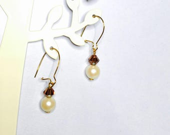Vintage Gold plated earrings, faux pearl & crystal beads, Clearance Sale, Item No. B418