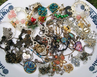 MIXED MEDIA LOT 15 oz Broken Jewelry Components Beads Findings Destash Craft Mixed Media Upcycle Collage .2a