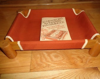 """Retro 1980  BAKER IN A HAMMOCK Display Serving Piece which fits a 9"""" x 13"""" glass pan in a burnt orange removable fabric with a recipe book"""