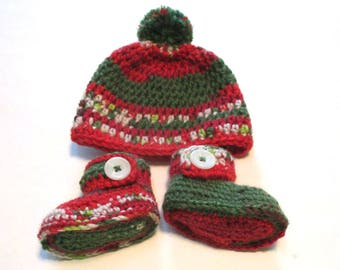 Ready to ship 0-3 wool Christmas hat and booties set.  Babys first Christmas wool winter hat with pom pom and ankle booties.