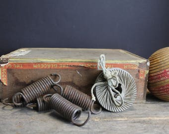 4 Vintage Rusty Springs and Metal Cutters // Steampunk Decor // Repurpose