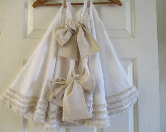 Christmas Tree Skirt in Pretty White Cotton with Oatmeal Trim - 90""