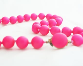 Necklace - Neon Pink Wood Retro Vintage chunky beaded necklace for Hong Kong