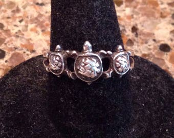Sterling silver ring with three turtles and a hallmark