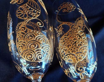 CUSTOM glasseware set of two in Henna style designs.South Asian WEDDING,Bollywood event,bride groom toasting flute.option to personalize
