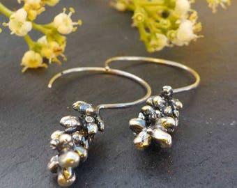 no.PE070_17. Sterling silver drop earrings, organic natural look