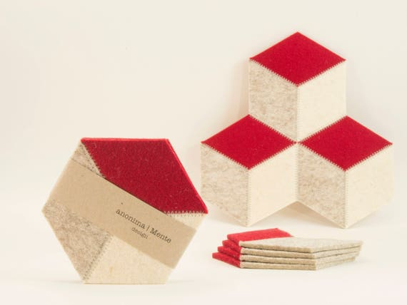 Set of red and cream felt coasters, hexagon, Christmas gift, wool felt, handmade, gift idea, housewarming gift, made in Italy