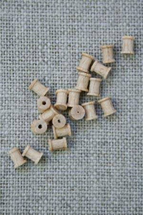 Sajou Miniatures 20 Wooden spools for the doll's Parlour, Dollhouse Miniatures, # 39108