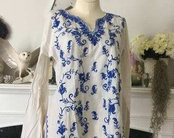 70s Blue White Embroidered peasant Tunic Blouse