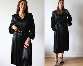 1940's Vintage black dress, satin silk, classical shape, long sleeves. Big size.