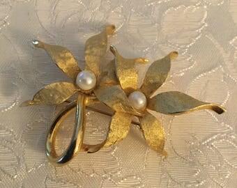 Vintage Gold Toned Flower Brooch