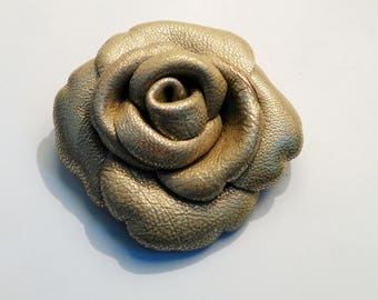 Flower leather brooch clear gold