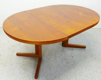 mid century Danish modern round teak expanding dining with leaf