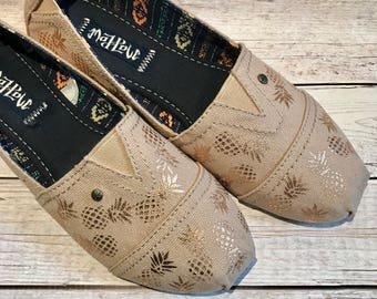 custom toms- custom canvas shoes- pineapple shoes- pineaple lover gifts- pineapple canvas shoes- canvas beach shoes- summer shoes- unique