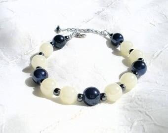 Bracelet Navy Blue and ivory glass beads