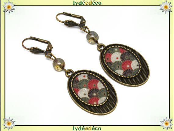 Earrings retro Japan fan red green white black resin beads bronze brass glass pendants
