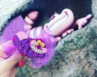 The Cheshire Cat Glitter Bow