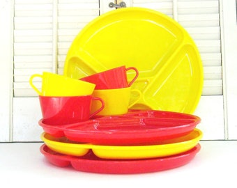 Vintage Picnic Dishes, Set of 4 Red and Yellow Plastic Plates and Cups, 1950s Plastic Dinnerware by Gotham