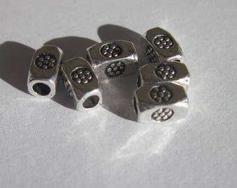 6 beads with metal pattern silver 4 x 7 mm (19)