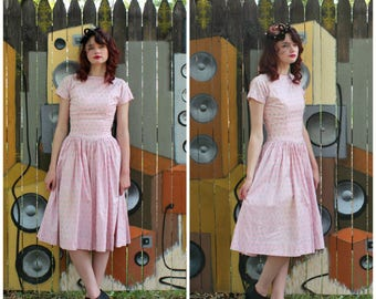 1940s VINTAGE Dress / Novelty Print / Bows / Pink / Sparkly silver / V Back / Cotton