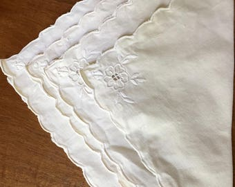 Ecru Napkins, Embroidered Cutwork, Set of 4, Scalloped Hem, Cottage Chic, Farmhouse Table Linens,