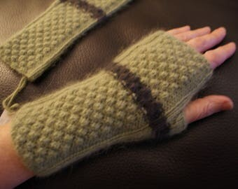 Women's mittens, mi-longues, green and Brown 100% angora