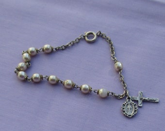 Vinage Faux Pearl Religious Medal Bracelet Missing Clasp Ring Flaking Beads TLC
