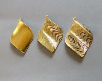 20pcs Raw Brass Leaf Shape Charms, Pendants 35mm x 24mm - F832