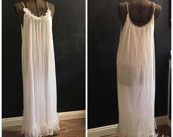 Vintage Nightie--1970s Night Gown--White Nightgown--Vintage Nightgown