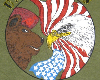 Vintage 80's DEFEND FREEDOM - Or Learn to Speak Russian - USMC Army Usaf Vietnam Military Screen Stars T Shirt. Never Worn. M