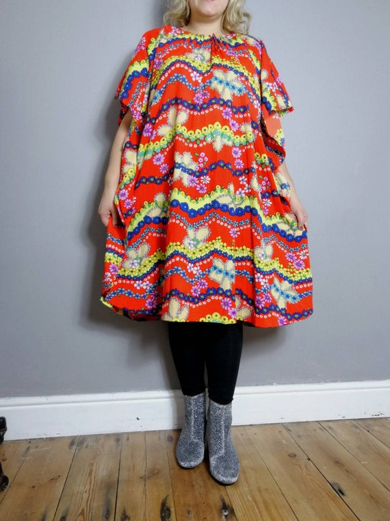 60s kaftan robe / red with retro patterns beach dress / large vintage  60s kaftan / unique vitnage / hippie free size dress / bohemian