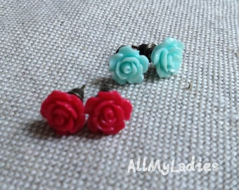 Set of 2 small earrings resin Mint blue and dark pink flowers