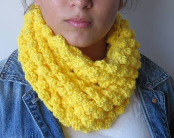 Crochet Chunky Yellow Cowl / Crochet Chunky Cowl /Infinity scarf Cowl Yellow / Neckwarmer
