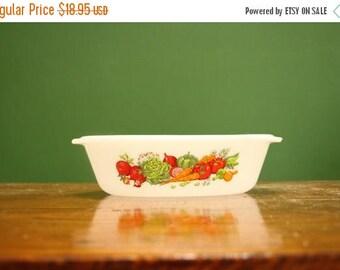 Vintage Oval Vegetable Milk Glass Casserole Dish [Retro Pyrex Corning ware Glassbake Kitchenware] 1 quart / 9 inch by 5 inch