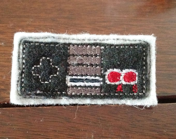 Felt Embroidered Pin - Gamer - NES Controller