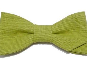 Pistachio green bowtie with sharp edges