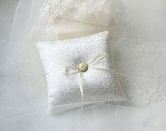 Wedding Ring Pillow - Lace Ring Pillow - Ivory Wedding Cushion - Pearl Wedding - Wedding Ceremony - Ring Bearer Pillow - Wedding Accessory