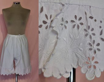 "Beautiful Edwardian French short bloomers waist up to 32"" w/pretty flounced hems"
