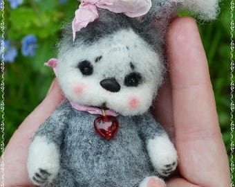 Mini bunny Jasmine-OOAK-crochet toy-amigurumi-miniatura-bear-artist-doll-beautyburm