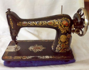Sewing Machine, Vintage, Singer Treadle sewing machine, 1910  G355497,