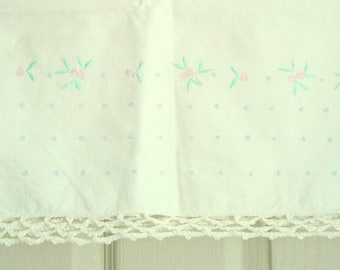 Vintage Pillowcase Embroidered on White Pillow Case Standard Dainty Floral Pillowcase Shabby Cottage Chic 100% Cotton Pillowcase