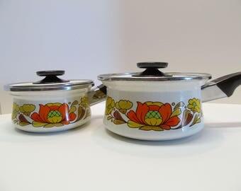 Vintage Set of 2 Sanko Ware Enamel Pots / 1970's Country Flowers Cookware / Vintage Pots and Pans / Vintage Kitchenware